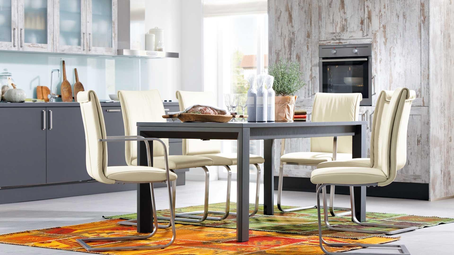 Global Küchen:Tisch und Stuhl in Rehling nahe Augsburg - MÖBEL RASCHKE